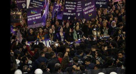 Διαδήλωση στην Κωνσταντινούπολη κατά της βίας σε βάρος των γυναικών