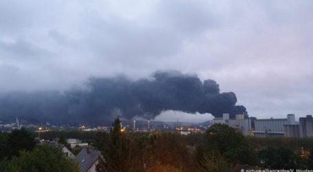 Ανησυχία από την πυρκαγιά σε χημικό εργοστάσιο στη Ρουέν