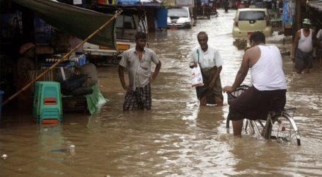 Τουλάχιστον 73 νεκροί από τις ισχυρές βροχοπτώσεις