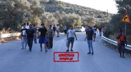 Διαμαρτυρία μεταναστών έξω από το χοτσποτ της Μόριας