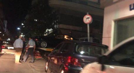 Καραμπόλα τα μεσάνυχτα στο κέντρο της Λάρισας – «Ουρά» τα αυτοκίνητα (φωτο)
