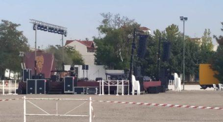 Όλα έτοιμα για τη μεγάλη αποψινή συναυλία στο Παζάρι της Λάρισας (φωτο)
