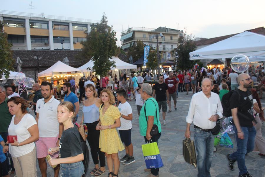 Άνοιξε την... όρεξη των Λαρισαίων η μεγαλύτερη γιορτή φαγητού στο Μύλο του Παππά (φωτο)