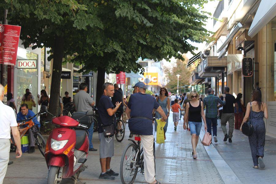 Εικόνες από το μεσημέρι του Σαββάτου στη Λάρισα