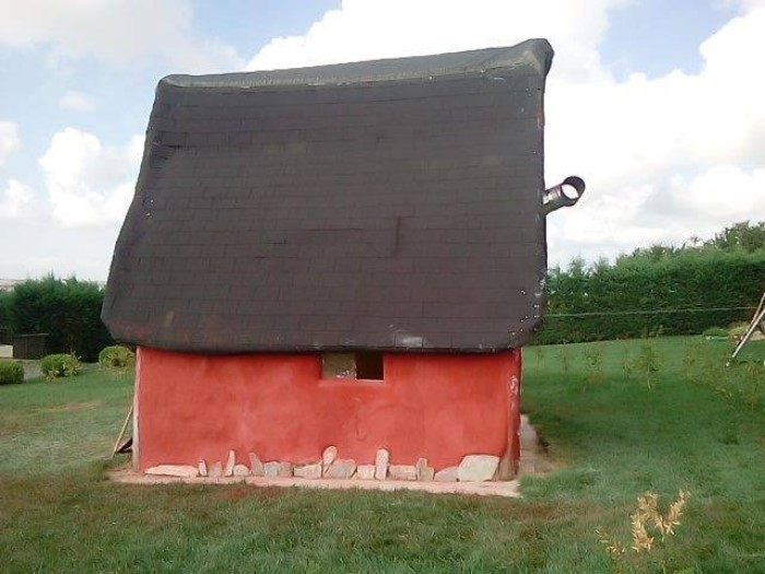 Δύο Λαρισαίοι άφησαν τη δουλειά τους και φτιάχνουν σπίτια με 2.000€ από φυσικά υλικά (φωτο)