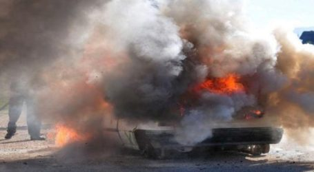 Φορτηγάκι τυλίχθηκε στις φλόγες εν κινήσει στη Λάρισα