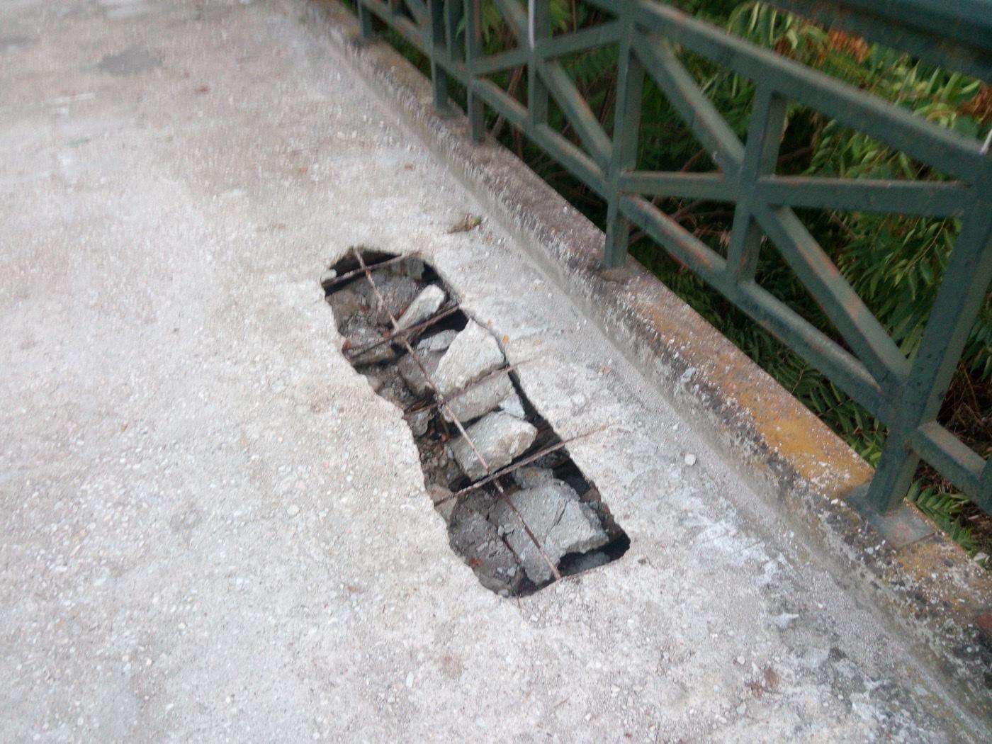 Άνοιξε τρύπα στη γέφυρα των Ναϊάδων Νυμφών! (Φωτό)