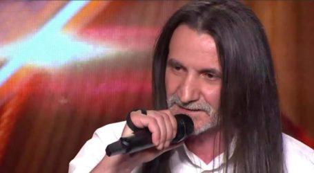 Έκλεψε την παράσταση στο X Factor τραυματιοφορέας του Πανεπιστημιακού Νοσοκομείου Λάρισας – Τραγουδάει στους ασθενείς πριν μπουν χειρουργείο (βίντεο)