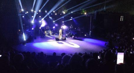 Χιλιάδες Λαρισαίους ταξίδεψε η Ελεωνόρα Ζουγανέλη στο Κηποθέατρο Αλκαζάρ (φωτο – βίντεο)