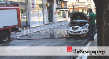 Βόλος: Ένα γατάκι απεγκλώβισαν οι πυροσβέστες από αυτοκίνητο στην Πλ. Ελευθερίας [εικόνες]