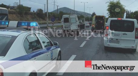 ΤΩΡΑ: Σοβαρό τροχαίο με δύο τραυματίες στον Βόλο [εικόνες]