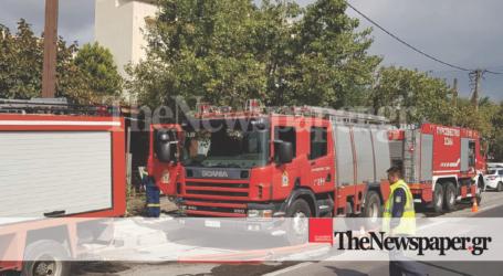 ΤΩΡΑ: Φωτιά σε λεβητοστάσιο μονοκατοικίας στον Βόλο [εικόνες]