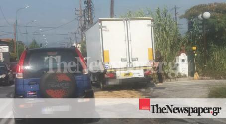 ΤΩΡΑ: Τροχαίο ατύχημα στον Βόλο – ΙΧ συγκρούστηκε με φορτηγό [εικόνες]
