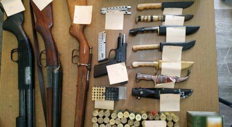 Συνελήφθη 30χρονος με μικρό οπλοστάσιο στο σπίτι του