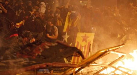 Βίαιες συγκρούσεις και δακρυγόνα στη Βαρκελώνη
