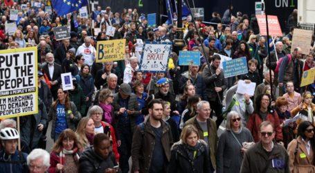 Χιλιάδες Βρετανοί διαδηλώνουν στο Λονδίνο για το Brexit