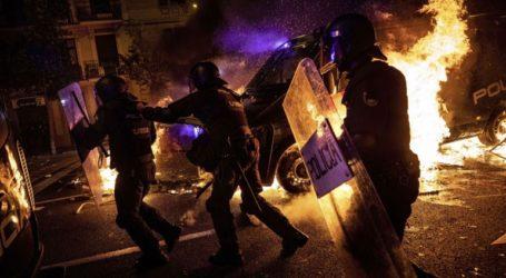 Πακέτο κοινωνικών μέτρων για να τερματίσουν οι ταραχές
