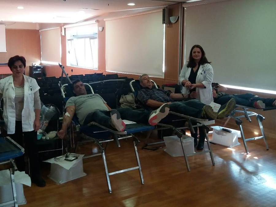 Δίνουν το αίμα τους στην Ένωση Αστυνομικών Λάρισας για παιδιά με Μεσογειακή Αναιμία (φωτο)