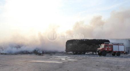 Εκατοντάδες τόνους βαμβακιού έκαψε η πυρκαγιά στο εκκοκκιστήριο στα Φάρσαλα