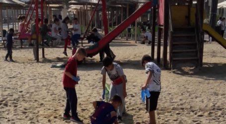 Μαθητές του Βόλου καθάρισαν την παραλία των Αλυκών [εικόνες]