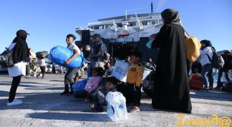 Αφίχθησαν στον Πειραιά οι 215 μετανάστες από τη Λέσβο
