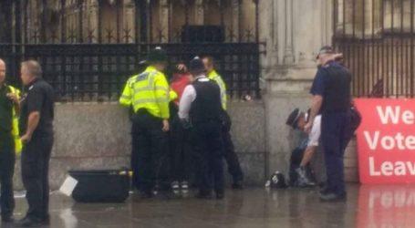 Συνελήφθη άνδρας που περιλούστηκε με εύφλεκτο υγρό έξω από το κοινοβούλιο