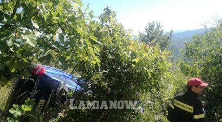 Απεγκλωβίστηκαν οι δύο άντρες από το αυτοκίνητο που έπεσε σε γκρεμό