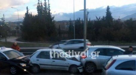 Σύγκρουση τριών αυτοκινήτων με έναν τραυματία στην Εθνική Οδό Θεσσαλονίκης