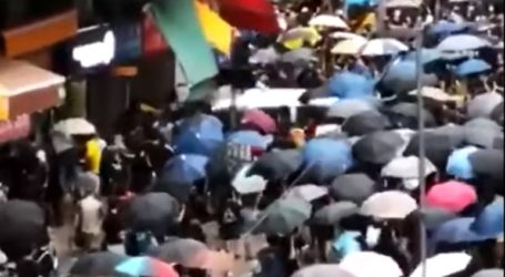 Οδηγός ταξί έπεσε σε πλήθος διαδηλωτών στο Χονγκ Κονγκ