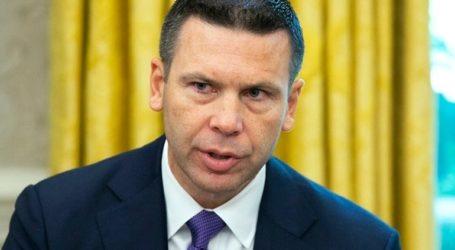 Διαδηλωτές αποδοκίμασαν τον υπουργό που είναι επιφορτισμένος με το θέμα της μετανάστευσης