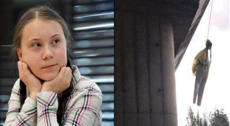 Πολέμιοι της Γκρέτα Τούνμπεργκ κρέμασαν ομοίωμά της σε γέφυρα της Ρώμης