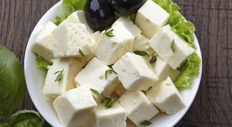 Η Ελλάδα ζήτησε εξαίρεση από τους αμερικανικούς δασμούς για φέτα και ροδάκινα
