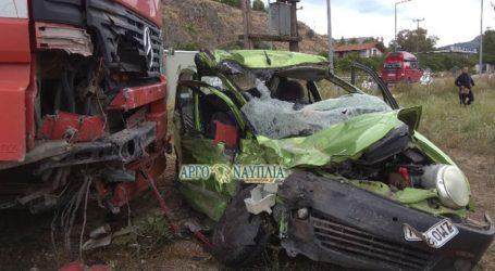 Σφοδρή σύγκρουση νταλίκας με αυτοκίνητο στο Ναύπλιο