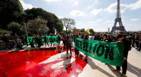Ακτιβιστές της Extinction Rebellion έκλεισαν σημαντική οδική αρτηρία στο Παρίσι