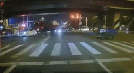 Κίνα: Κατέρρευσε γέφυρα πάνω σε αυτοκίνητα