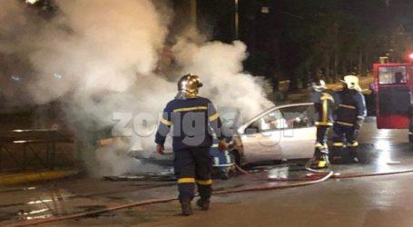 Aυτοκίνητο τυλίχθηκε στις φλόγες έξω από το Καλλιμάρμαρο