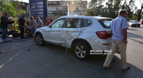 Σύγκρουση μηχανής με αυτοκίνητο με έναν σοβαρά τραυματισμένο