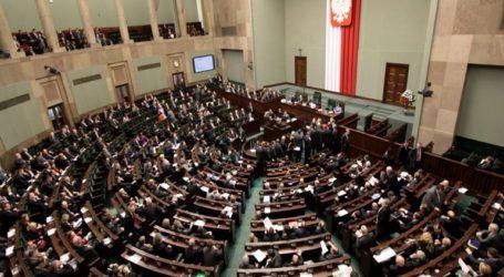 Νέο κοινοβούλιο καλούνται να εκλέξουν σήμερα οι Πολωνοί
