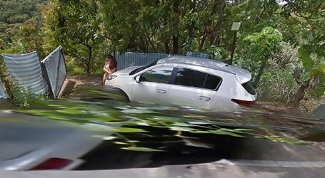 Τους «τσάκωσε» το Google Street View γυμνούς