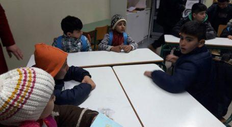 Ξεκινούν μαθήματα ελληνικών και περσικών σε πρόσφυγες