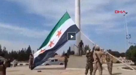 Η σημαία του «Ελεύθερου Συριακού Στρατού», συμμάχων του Ερντογάν, κυματίζει στην Tel Abyad