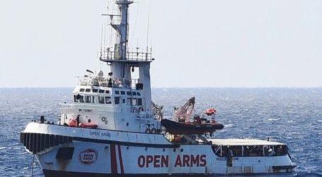 Κάτοικοι του νησιού εμπόδισαν πλοίο ακτιβιστικής οργάνωσης να ελλιμενιστεί