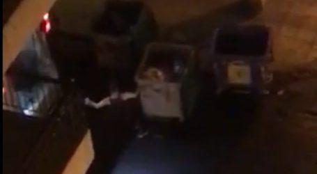 Απορριμματοφόρο του Δήμου Πειραιά συλλέγει τα σκουπίδια και από… τους δύο κάδους