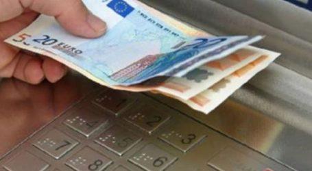 Ομοβροντία της αντιπολίτευση στις χρεώσεις των τραπεζών σε κάθε συναλλαγή