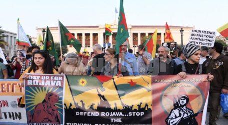 Διαμαρτυρία Κούρδων στα Προπύλαια για την τουρκική εισβολή