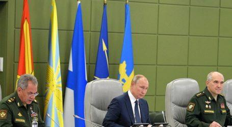 Υπό την επίβλεψη του Πούτιν πραγματοποιήθηκαν εκτοξεύσεις βαλλιστικών πυραύλων