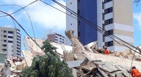 Πέντε πτώματα έχουν ανασυρθεί από τα ερείπια πολυκατοικίας που κατέρρευσε την Τρίτη