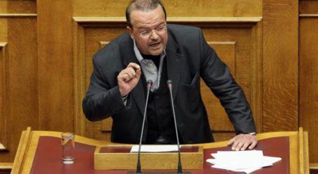«Ο Μητσοτάκης ξεπέζεψε, ήταν βαριά η πανωπλία του μακεδονομάχου»