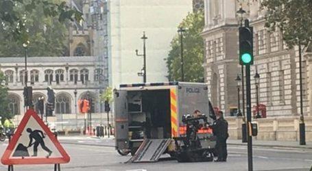 Συναγερμός στη Βρετανία για ύποπτο πακέτο κοντά στο κοινοβούλιο
