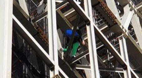 Διαδηλωτής σκαρφάλωσε στο Μπιγκ Μπεν ντυμένος Μπόρις Τζόνσον
